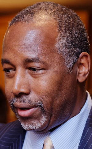 Dr._Ben_Carson_in_New_Hampshire_on_August_13th,_2015_by_Michael_Vadon_22_(cropped)